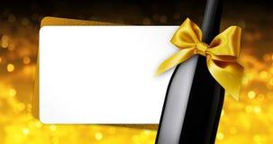 Wesoło boże narodzenia wita prezent kartę z wino butelki złotym tasiemkowym łękiem na złotym zamazanym światła tła szablonie ilustracji
