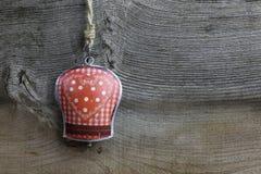 Wesoło bożych narodzeń dekoraci Gingham serca wzoru cyna Bell Zdjęcie Royalty Free