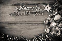 Wesoło bożych narodzeń powitania wiadomość na drewnianym tła brzmieniu czarny i biały Zdjęcie Royalty Free