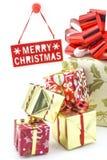 Wesoło bożych narodzeń talerz z zamazanymi prezentów pudełkami Zdjęcia Royalty Free