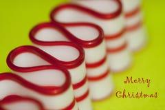 Wesoło Bożych Narodzeń Tasiemkowy Cukierek w Czerwonym & Biały Obrazy Stock
