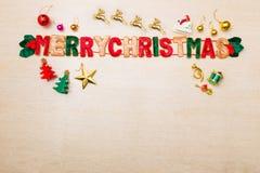 Wesoło bożych narodzeń tematu ornamenty i gwiazd światła na drewnianej podłoga zdjęcia royalty free