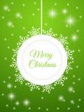 Wesoło kartka bożonarodzeniowa Abstrakcjonistyczna Bożenarodzeniowa piłka z płatkami śniegu na zielonym tle Zdjęcia Royalty Free