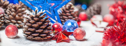 Wesoło kartka bożonarodzeniowa chłopiec wakacji lay śniegu zima Xmas temat Fotografia Stock