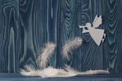Wesoło kartka bożonarodzeniowa z aniołem obraz royalty free