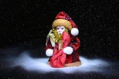 wesoło szczęśliwi Boże Narodzenie wakacje Święty Mikołaj dmucha śnieg obrazy royalty free