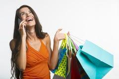 Wesoło dama na zakupy podczas sezonowych rabatów Fotografia Stock