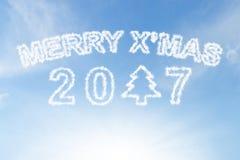 Wesoło xmas 2017 i choinki chmura na niebieskim niebie Obrazy Royalty Free