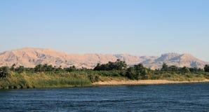 West Bank von Fluss Nil in Richtung zu Esna 3 Lizenzfreies Stockbild