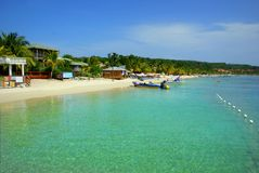 Clear tropical waters at white sand beach on Roatán island, Honduras royalty free stock photos