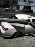 West Hollywood, CA/Estados Unidos - 6 de maio de 2011: O carro branco bate o polo claro na avenida do por do sol da rua , West Ho fotos de stock royalty free