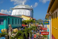 West Indies, Caribbean, Antigua, St Johns, Heritage Quay & Cruise Ship in Port Stock Photo