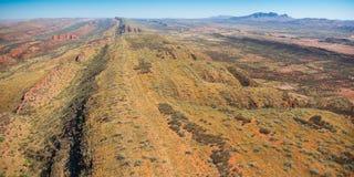 West-Macdonnell Ranges zetten de Luchtmening van Sonder op Royalty-vrije Stock Foto