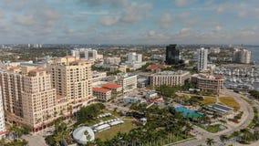 WEST PALM BEACH, FL - 10 APRILE 2018: Orizzonte aereo della città dalla l fotografia stock