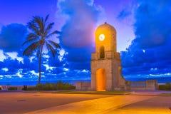 West Palm Beach, Florida, EUA na torre de pulso de disparo da praia foto de stock royalty free