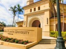 WEST PALM BEACH Florida -7 Maj 2018: Sikt av det atlantiska universitetet för Palm Beach i West Palm Beach, Florida som förenas Arkivbilder