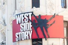West Side Story som annonserar på byggnad fotografering för bildbyråer