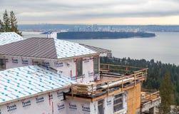 WEST-VANCOUVER BC KANADA - 10. FEBRUAR 2016: Neues Haus, das in West-Vancouver-` s Briten Eigenschaften errichtet wird Der Bereic stockfoto