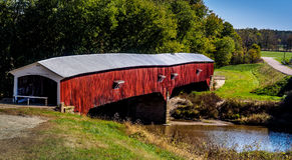 Westanschluß-abgedeckte Brücke Stockfotos