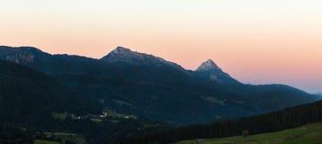 Westelijk Alpien de dageraadlandschap van Carinthia, Oostenrijk Stock Foto's