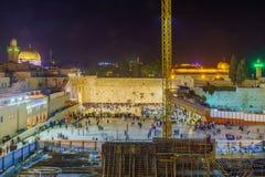 Westelijke Muur overvol met de gebeden van de Chanoekavakantie, Jeruzalem stock afbeeldingen