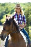 Westelijke schoonheid op paard Stock Afbeelding