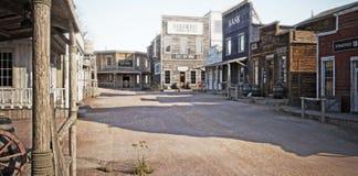 Westelijke stad met diverse ondernemingen Royalty-vrije Stock Afbeelding