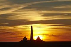 Westerhever (Tyskland) - fyr på solnedgången arkivfoto