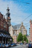 Westerkerk in Amsterdam, Leute in der Stadt von Amsterdam stockfotografie