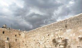 Western ściana w Jerozolima na Popielatym Chmurnym dniu obrazy royalty free