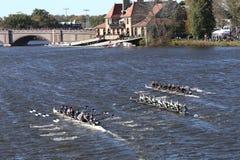 Westerville dejó a bahía del este Rowingcenter Rye las altas razas del equipo de Schoolright en el jefe de la juventud Eights del Fotografía de archivo libre de regalías