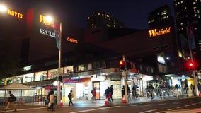 Westfield夜摄影是一个大室内购物中心在车士活的郊区悉尼更低的北部岸的  影视素材