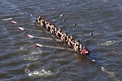 Westford公共划船乘员组在查尔斯赛船会人` s青年时期Eights头赛跑  免版税库存照片