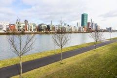 Westhafen塔在港口区域在河主要的法兰克福 免版税图库摄影