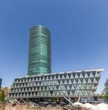 Westhafen塔在港口区域在法兰克福 免版税库存照片