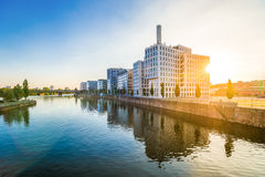 Westhafen marina, Frankfurt - f.m. - strömförsörjning Arkivfoton