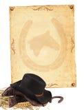 Westhintergrund mit der Cowboykleidung und altem Papier ein getrennt Stockbild