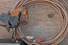 Westliches Pferdenstatueseil-Sporn-Anschlagbrett Stockfotografie