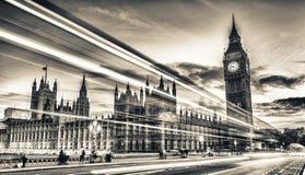 Westminister most przy półmrokiem, Londyn - UK zdjęcia stock