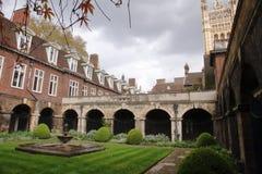 Westminster Abbey Cloister - Londra - il Regno Unito immagini stock libere da diritti