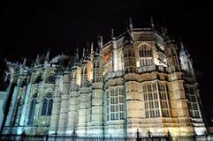 Natten beskådar av den Westminster abbeyen Arkivfoto