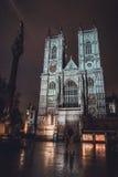 Westminster Abbey Illuminated en la noche después de la lluvia Foto de archivo libre de regalías