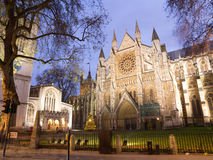 Westminster Abbey At Night i London Arkivbild