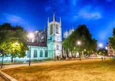Westminster Abbey Precincts - Yard Park en la noche, Londres de decano Fotografía de archivo libre de regalías