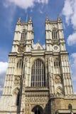 Westminster abbotskloster, London, dag för blå himmel Arkivfoto