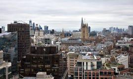 Westminster abbotskloster och Victoria Tower från Westminster domkyrkautkik byggnadskungarikelondon gammalt torn eniga victoria royaltyfri foto