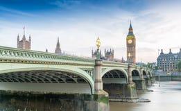 Westminster-Brücke an der Dämmerung, London - Großbritannien Lizenzfreie Stockfotos
