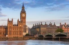 Westminster bro, Big Ben i morgonen Royaltyfria Foton