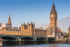 Westminster bro, Big Ben i morgonen Royaltyfria Bilder