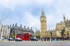 Westminster fyrkantiga och stora Ben Tower, UK Royaltyfri Foto
